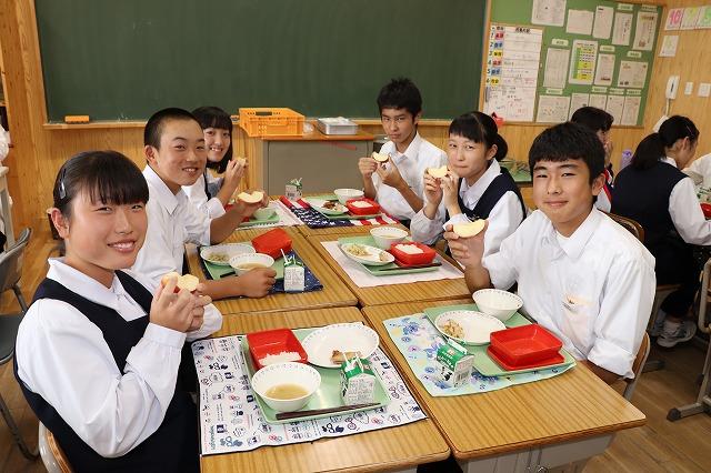 牛久市立下根中学校・給食の時間