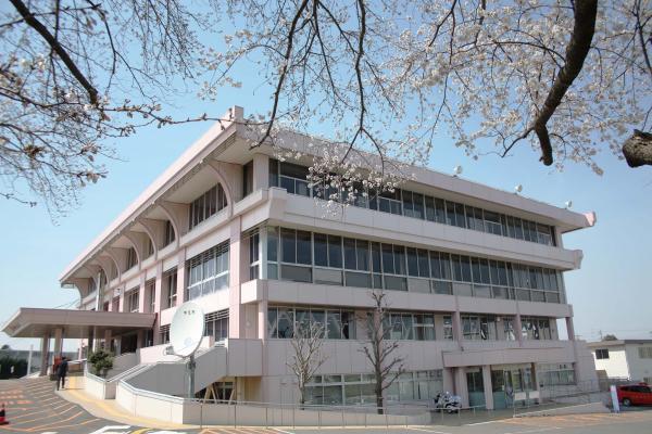 牛久市役所庁舎写真