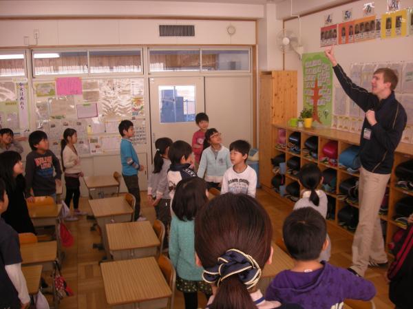 小学校1年生から英語活動の授業を行っています2